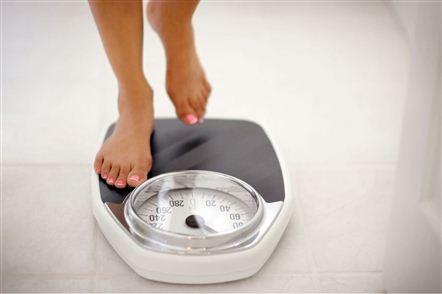 Упражнения для похудения лёжа на диване