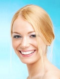 белые зубы с помощью виниров
