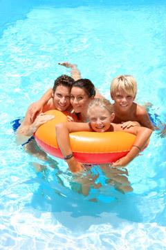 Химия для бассейнов: как выбрать, какие средства лучше и как применять реагенты?