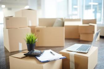 Офисный переезд: что такое услуга профессионального переезда офиса с  гарантией и сколько стоит перевозка офиса в Москве?