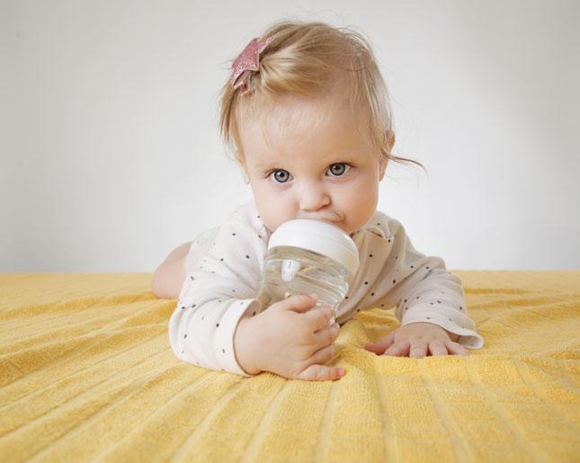 Пить воду ребенку 1 год нужно thumbnail